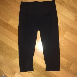 Lululemon Cropped leggings Size 6 GREAT CONDITION!